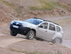 Austriecii au transformat Dacia Duster in duba