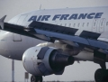 Doi pasageri ai avionului Air France vizat de o amenintare, retinuti in Franta